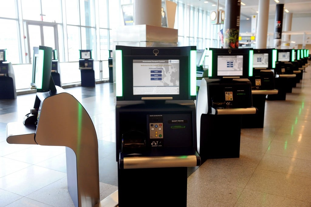 United Airlines Installs 20 BorderXpress APC Kiosks at Newark Liberty