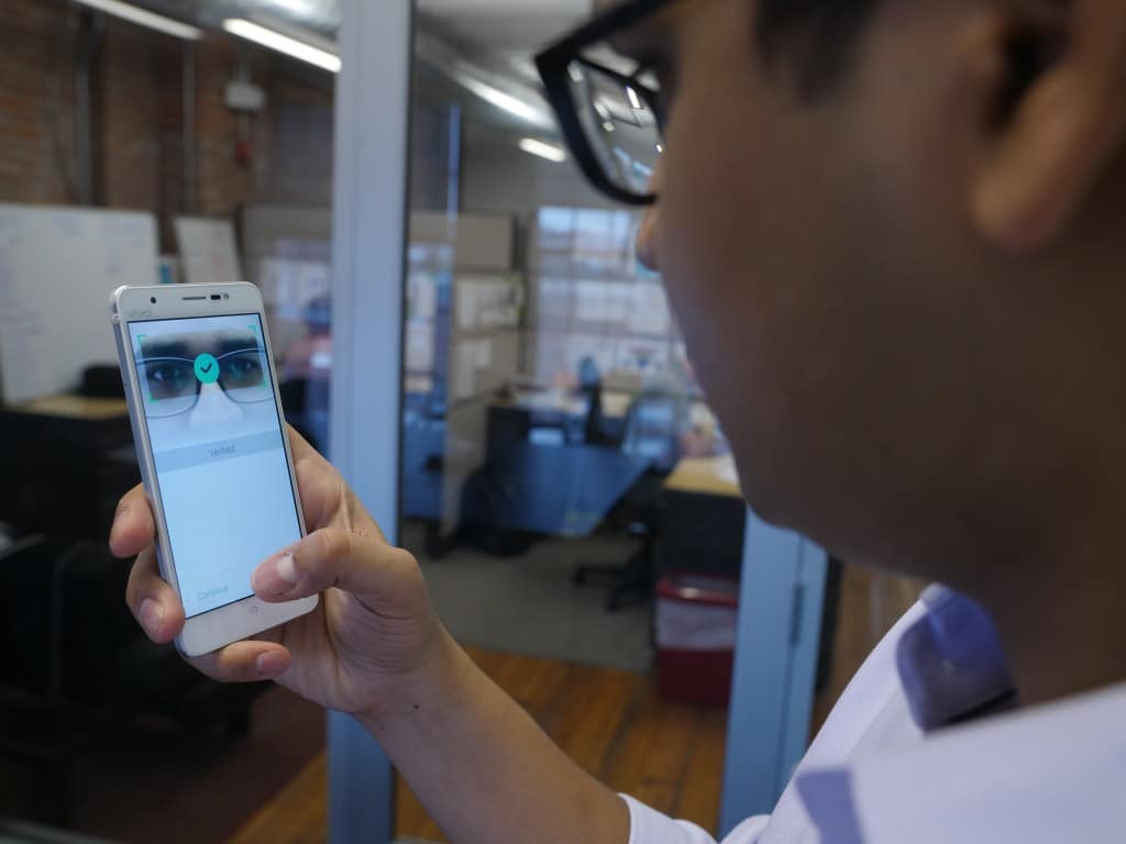 EyeVerify technology uses smartphone cameras to easily verify ID by eye veins