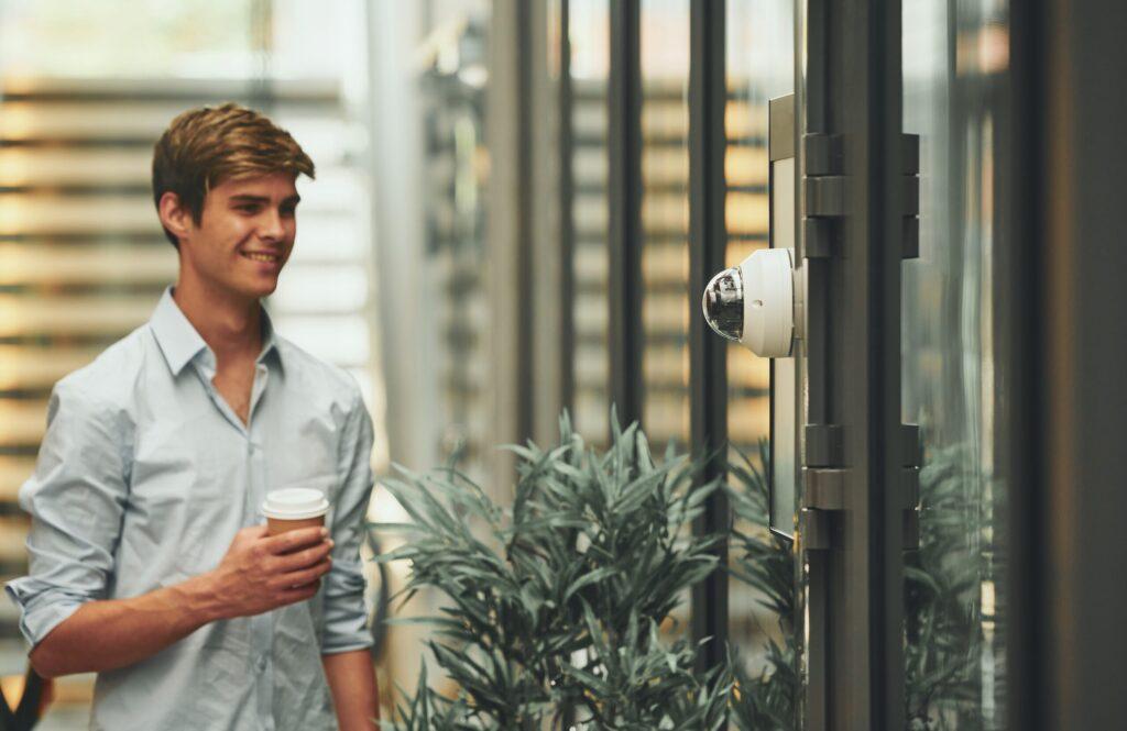 Assa Abloy integrates Precise Biometrics' YOUNiQ for touchless facility access
