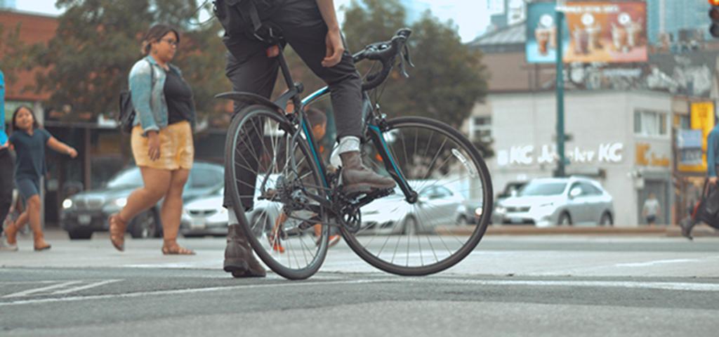 Slashing glances + head-swiveling = danger. Biker biometrics could help city planners cut injuries